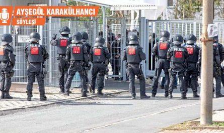Polizei vor Flüchtlingsunterkunft