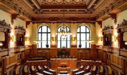 Plenarsaal der Hamburgischen Bürgerschaft. Bildquelle: Christoph Braun, Wikimedia
